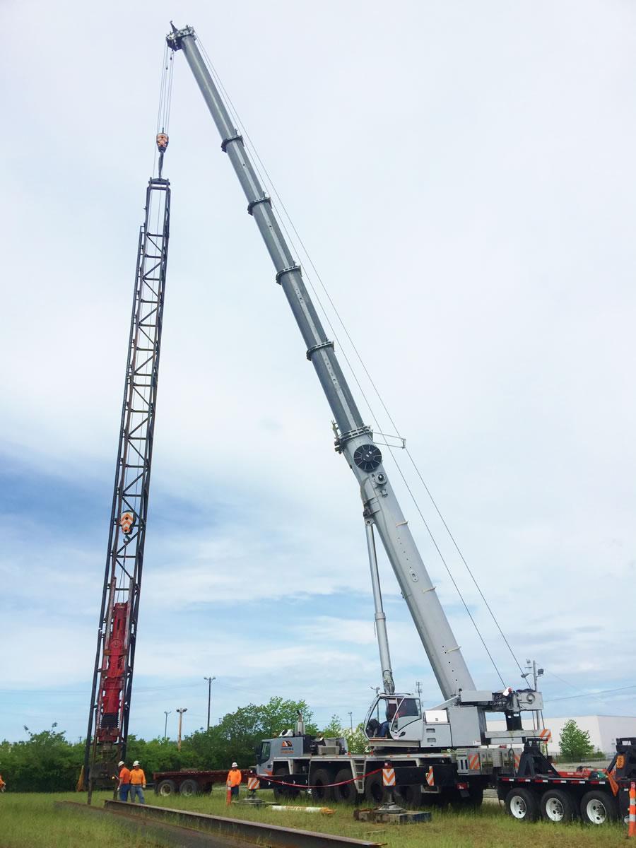 275 ton crane pile driving.