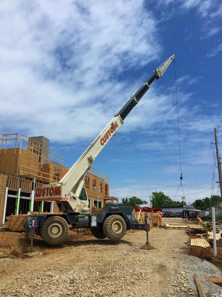 30 ton hydraulic crane setting trusses in St. Louis, MO